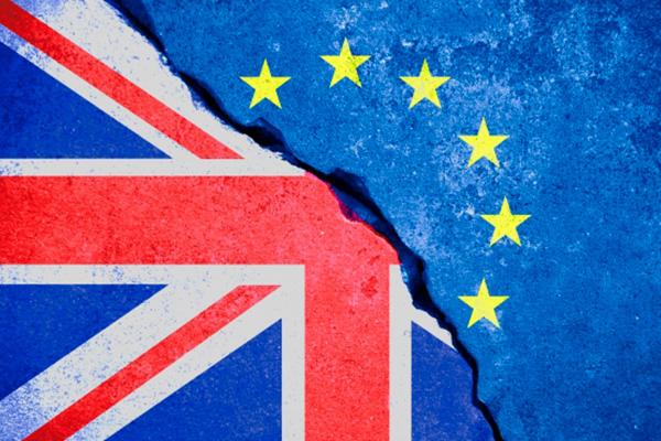 Hacienda urge a las empresas a prepararse para un Brexit duro